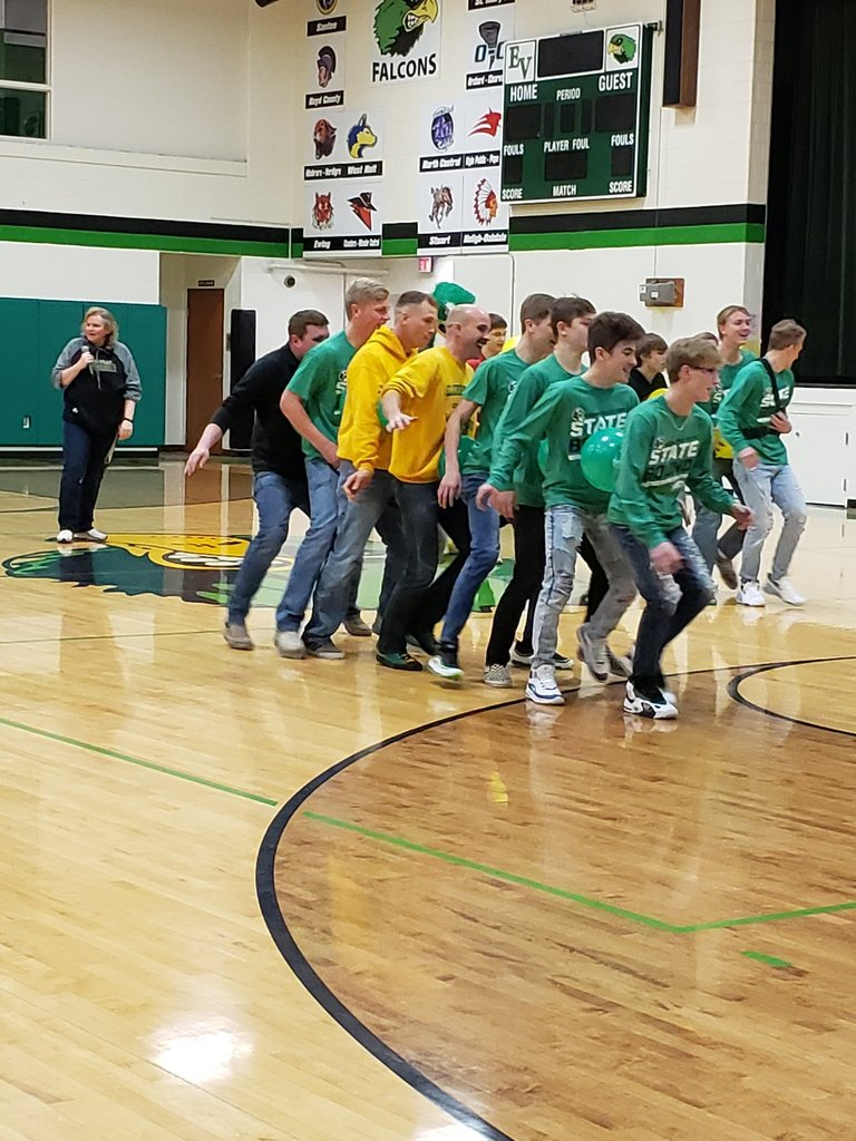 Pep Rally balloon race for the wrestling team